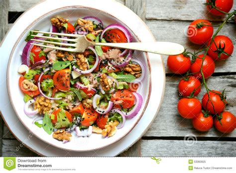Detox Salad Diet by Detox Vegan Salad With Tomatoes Onions And