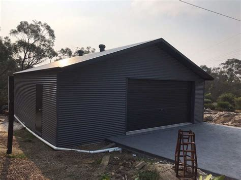 horizontal colorbond shed
