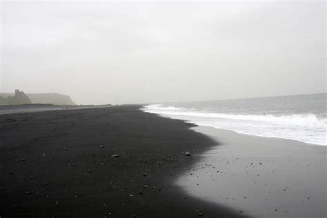 black beaches file vik beach black jpg wikimedia commons