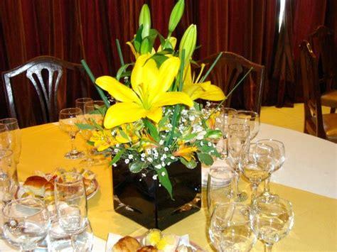 centros de mesa sencillos para boda arreglo para boda con alcatraces centro de mesa para