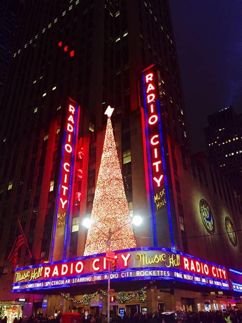 radio city christmas tree in the city