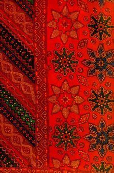 Kain Jarik Selendang Batik 149 Maroon songket gold and silk wedding ideas silk