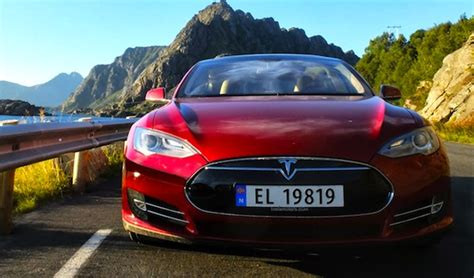 Tesla Model S Norge August 2013 Mazda Cx 5 Only 8 Units Below Vw Golf