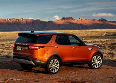 land rover discovery exterior land rover discovery suv 2017 photos parkers
