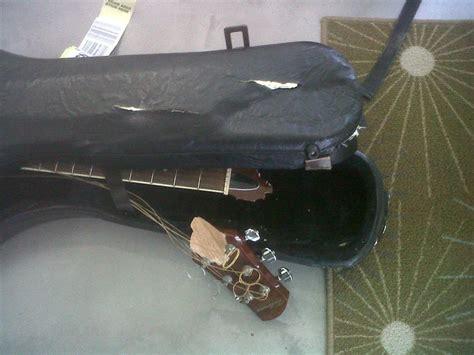 en modo avi 243 n p 225 gina guitarra avion vueling considera normal destrozar la guitarra a un m 250 sico