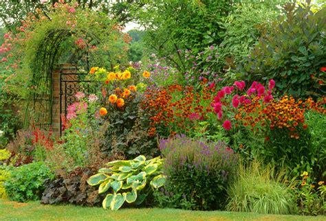 A Hot Summer Border Idea With Dahlias Helenium And Easy Planting A Perennial Flower Garden