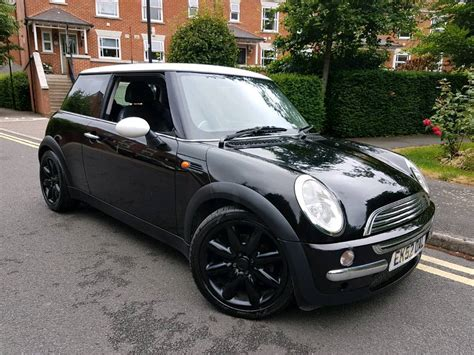 Mini Cooper Black 2002 52 reg mini cooper black white leathers great car 163