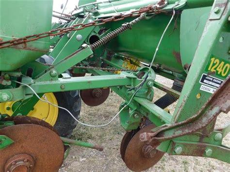Deere 1240 Planter by Bigiron