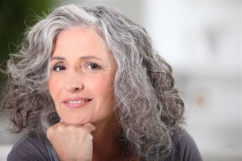 growing out grey hair without cutting it off how to grow out gray hair