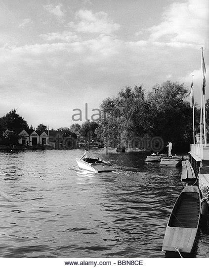 thames river great britain 1950s great britain england 20th century historic historical