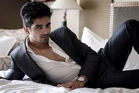 actor vishal romance vishal singh to romance ali asgar in comedy nights with