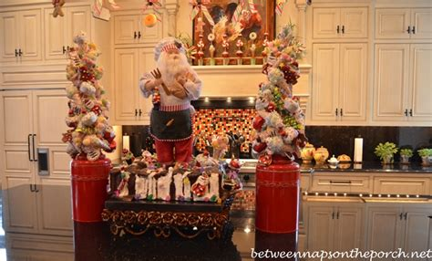 kitchen island christmas centerpiece christmas pinterest kitchen decorated for christmas with peppermint candy