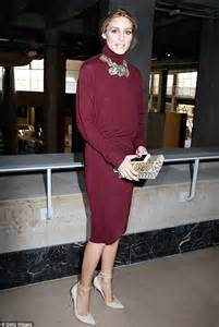Olivia Palermo's huge necklace adds much needed bling at PFW   Daily Mail Online