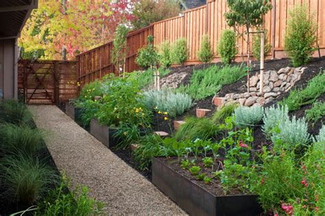 small sloped backyard landscaping back yard steep hillside landscaping ideas photos