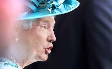 donald trump queen photoshop the internet photoshopped donald trump onto the queen and