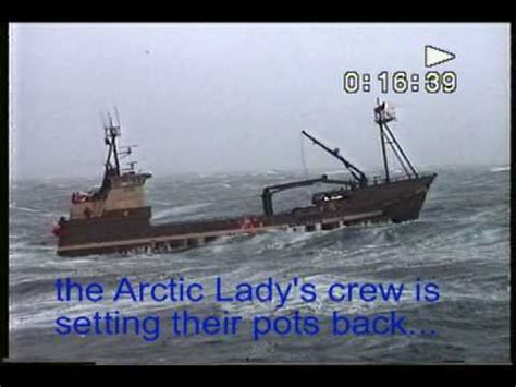 alaska crab boat tour youtube alaska crab fishing crew rough weather no problem youtube