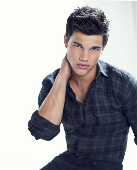 Celebrity Taylor Lautner   Weight, Height and Age