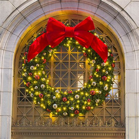 large outdoor commercial christmas wreaths downtown