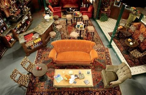 friends central perk couch central perk a cafeteria da s 233 rie friends vai quot reabrir quot