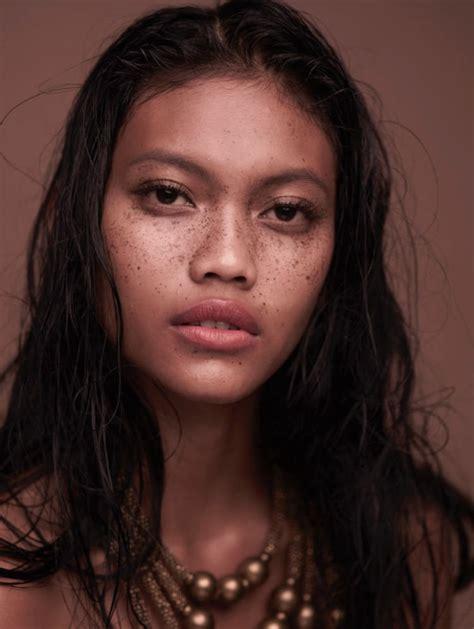 Blouse Sekar Arum laras sekar arum model indonesia yang terkenal di