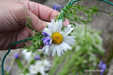 fresh floral heart diy tutorial diy fresh flower heart wreath