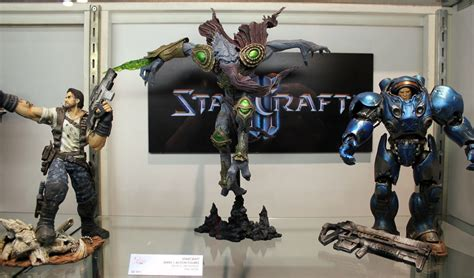 Figure Heroes Of The Starcraft a closer look at dc s starcraft ii world of warcraft toys