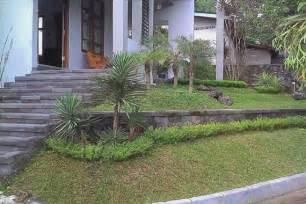 triyae com ideas for a sloped front yard various design inspiration for backyard