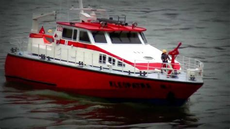 fire boat fighting fire feuerl 214 schboot fire fighting boat kleopatra rc modellbau