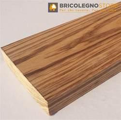 tavola di tavole legno di beli piallate legno simile allo zebrano