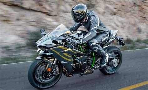 Schnellstes Motorrad 0 100 by 川崎忍者 H2r のマン島 Tt でパレード ラップを作るため バイクスター