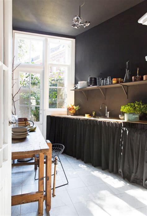 駘駑ents hauts de cuisine meubles avec rideaux dans une cuisine picslovin