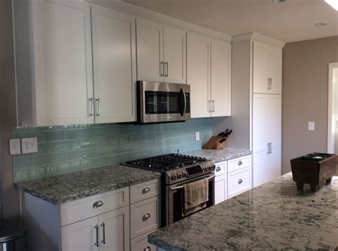 cambria praa sands white cabinets backsplash ideas cambria praa sands white shaker diamond cabinets tilebar