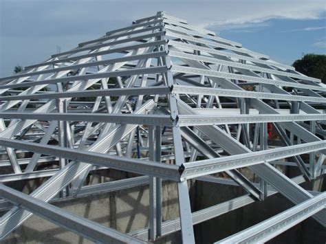 contoh desain atap rumah baja ringan material pembentuk atap