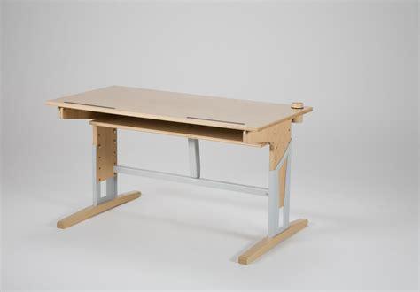 bureau en hauteur bureau en bois r 233 glable en hauteur table de bureau acomodo
