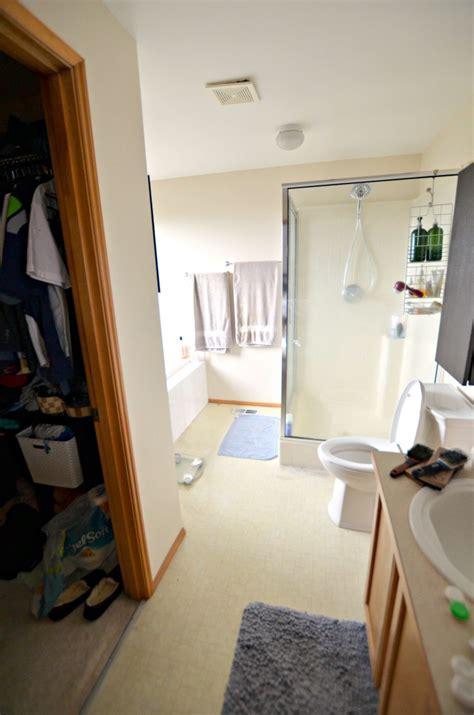 Replacing Vinyl Flooring In Bathroom by Easy Update To Bathroom Floors Simply Darr