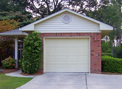 how much value does a garage add to a home