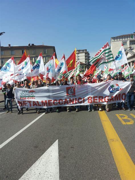 nazionale lavoro bergamo sciopero generale in 2mila a bergamo per chiedere il