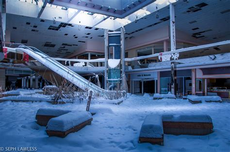 seph lawless rolling acres photos un centre commercial abandonn 233 envahi par la neige