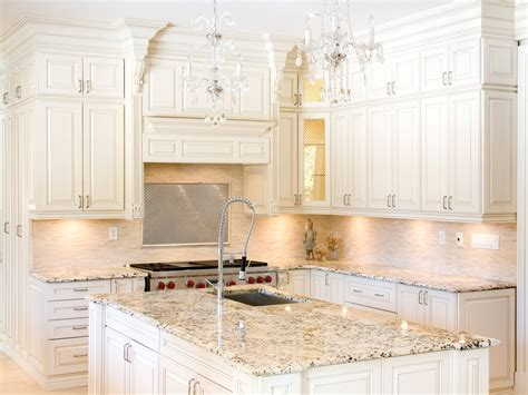 Popular Kitchen Backsplash Matching Backsplash To Granite Countertop For Luxurious Kitchen Decoration With
