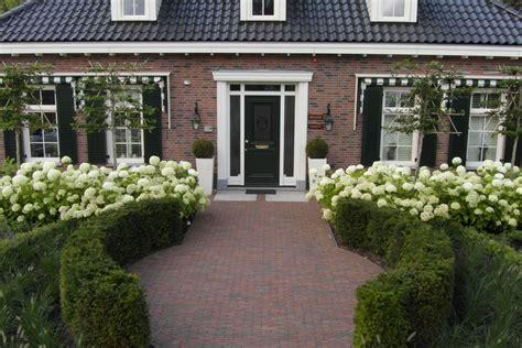 De Tuinen Hoogvliet by Stijlvolle Tuin Bij Notariswoning Rhoon Hoveniersbedrijf