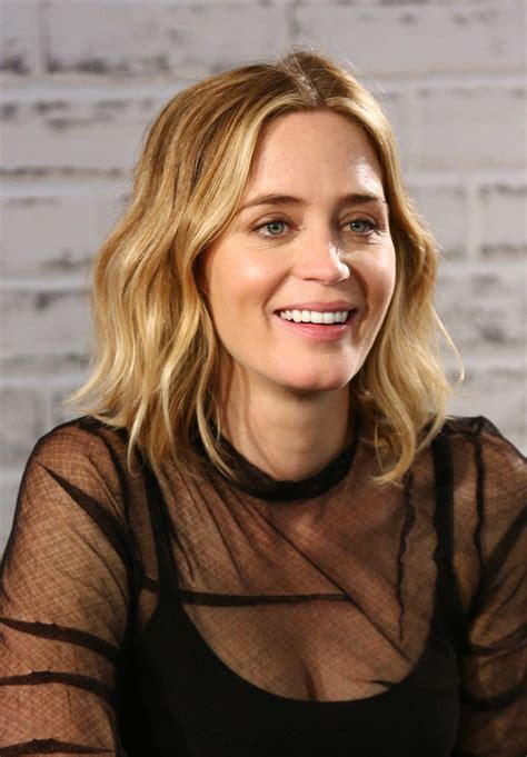 emily blunt hairstyles emily blunt s medium wavy cut 50 hairstyles you ll
