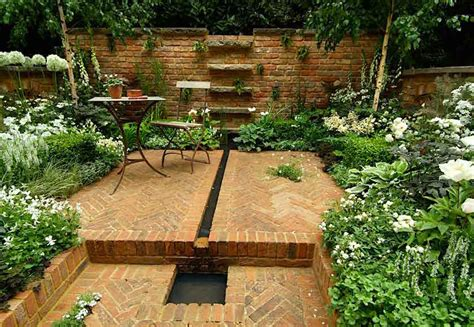 Small garden ideas via Todd Haiman Landscape Design Small
