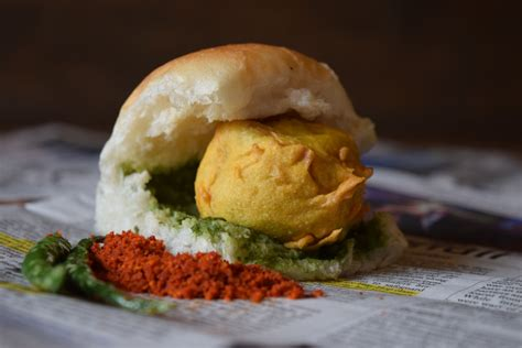 pav vada the vada pav mumbai s awesome burgers backpackerlee