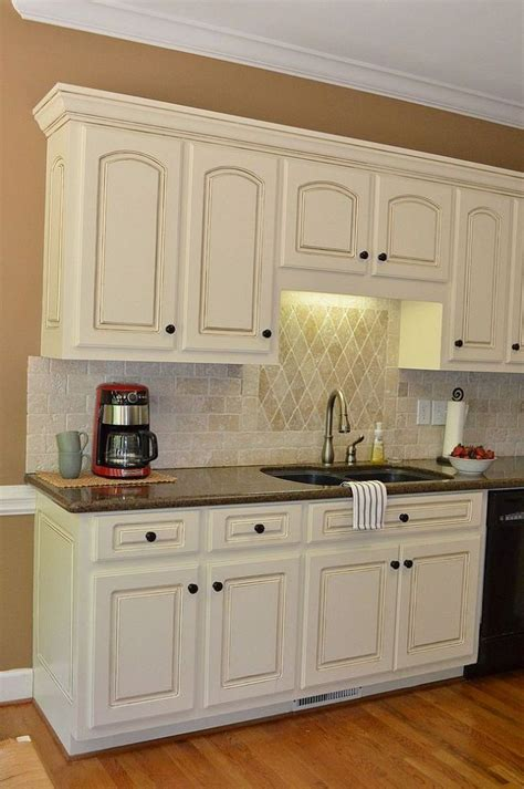 white glazed kitchen cabinets best 25 white glazed cabinets ideas on pinterest