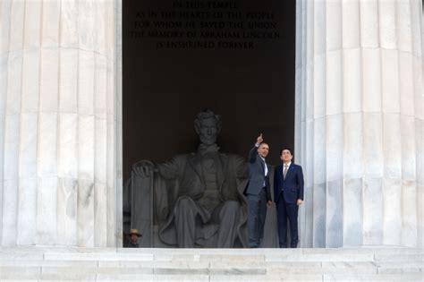 obama lincoln memorial obama hosts akie abe of