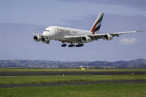 emirates denpasar dubai travel emirates tambah jadwal penerbangan bali dubai