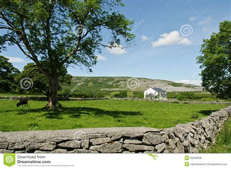 country side farm house countryside farm house landscape royalty free stock photos image 25209638