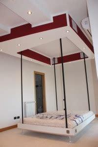 letti appesi al soffitto letto sospeso al soffitto design casa creativa e mobili