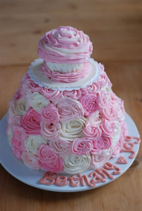 Sweet  Ee   S Ee   St  Ee  Birthday Ee    Ee  Cake Ee   Love The Mini Cupcake On