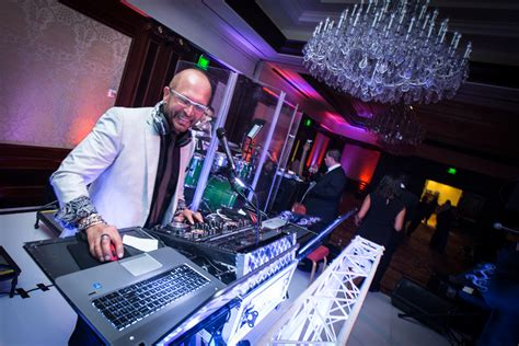 Wedding Dj by Wedding Band Vs Dj Who To Hire For Your Reception